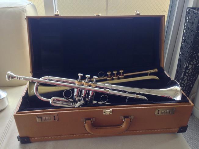 楽器も色々と工夫を凝らし改造したりオリジナルなものにしたりしてたんだけどね。